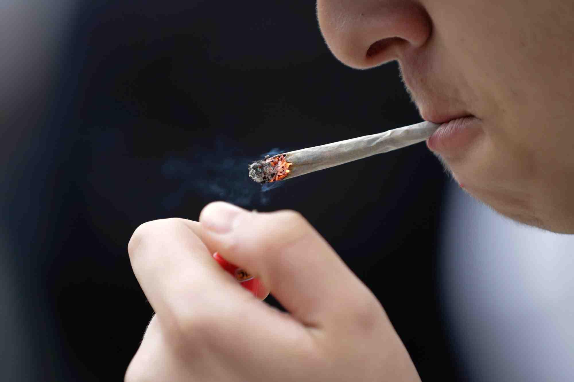 Est-ce dangereux de fumer du CBD ?